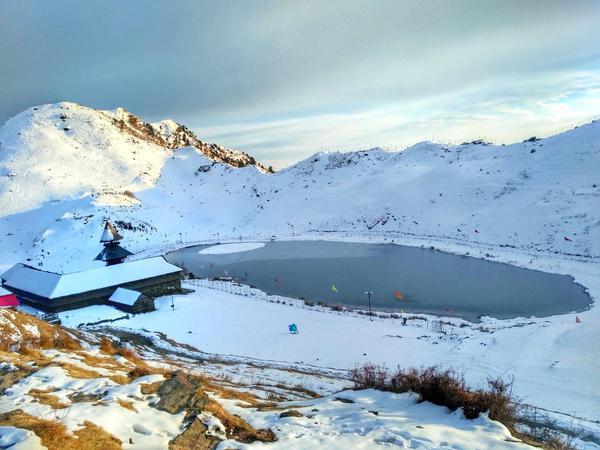 Parashar Rishi temple and lake under snow